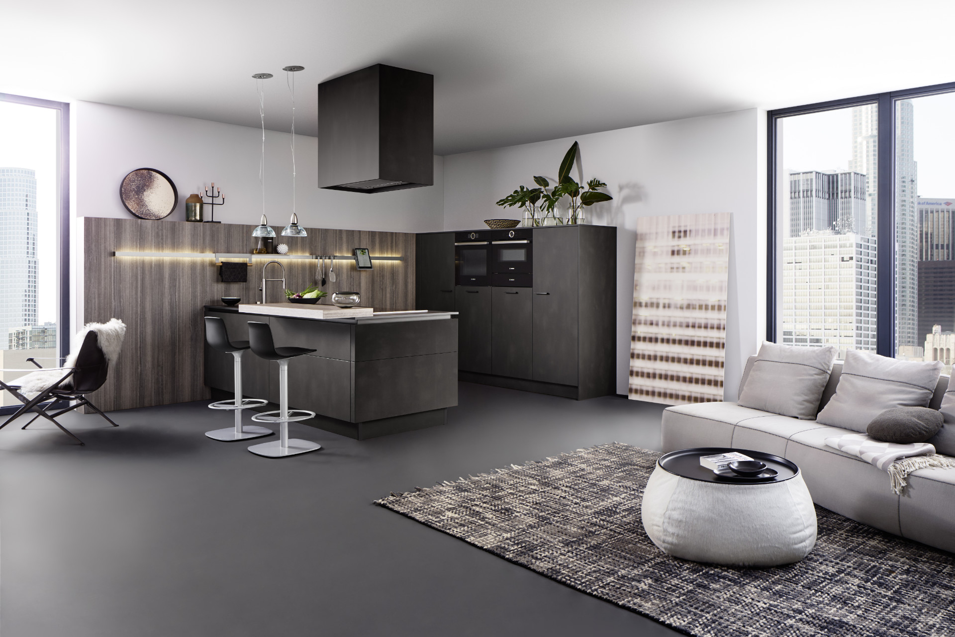 This open plan kitchen by German supplier Leicht features two kitchen ranges. The two surfaces, combined in use here in a modern way, look warm and natural: they are fascinating with their slightly metallic shimmer (MINERA in colour 152V 'Kiruna') and the high-grade replication of finely structured eucalyptus wood (ORLANDO).