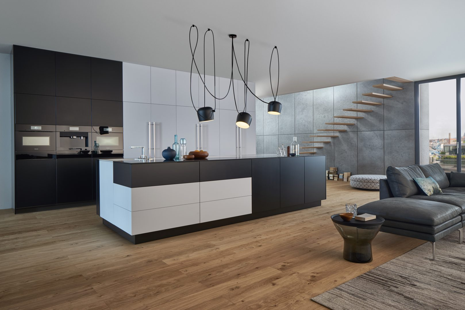 A calm kitchen architecture open to the living area as well as perfect functional details – these are the characteristics of a LEICHT kitchen. A homely atmosphere is the result of an interchange with open spaces and the brilliant combination of materials: elegant, matt lacquered surfaces contrast with finely structured genuine wood.