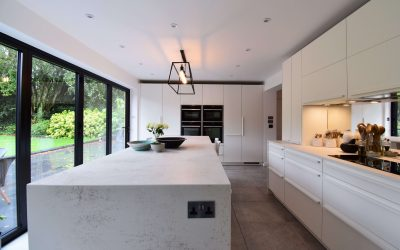 ELEGANT WHITE CONTEMPORARY KITCHEN