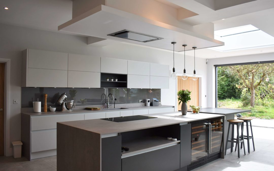 TWO TONED OPEN-PLAN